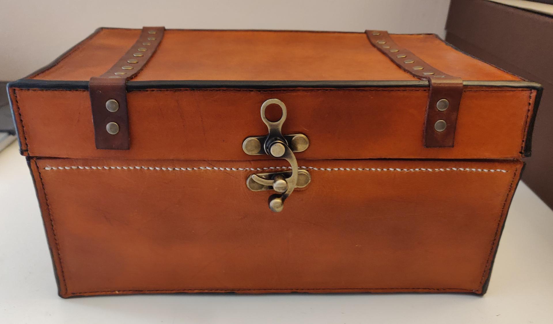 Boîte à couture en cuir