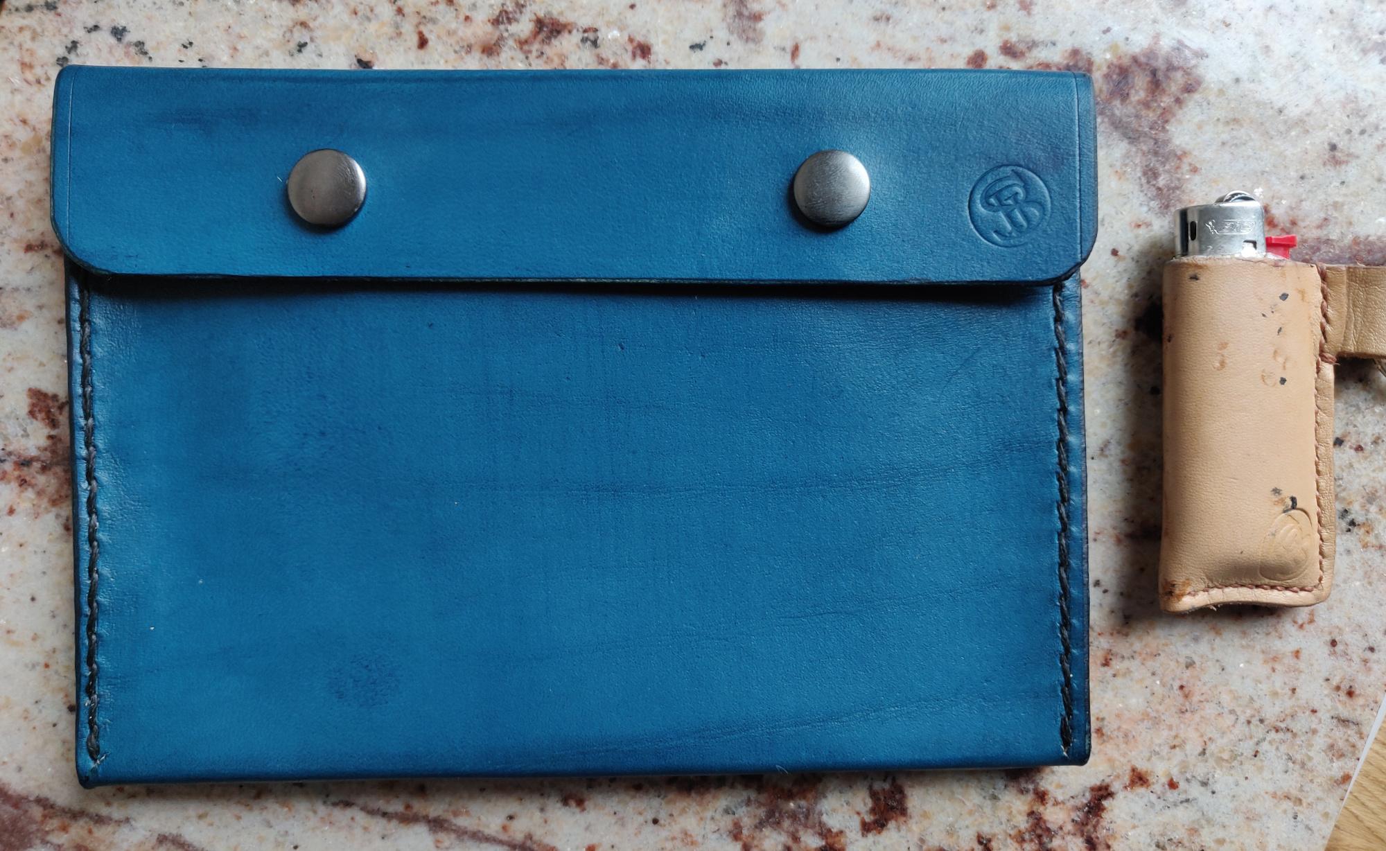 Pochette en cuir bleue